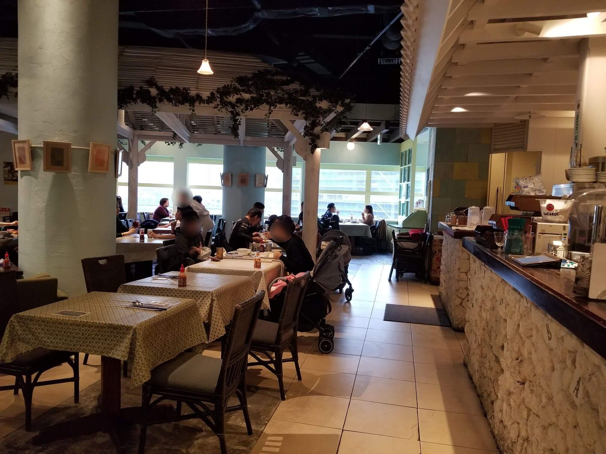 マンゴツリーカフェ豊洲の店内