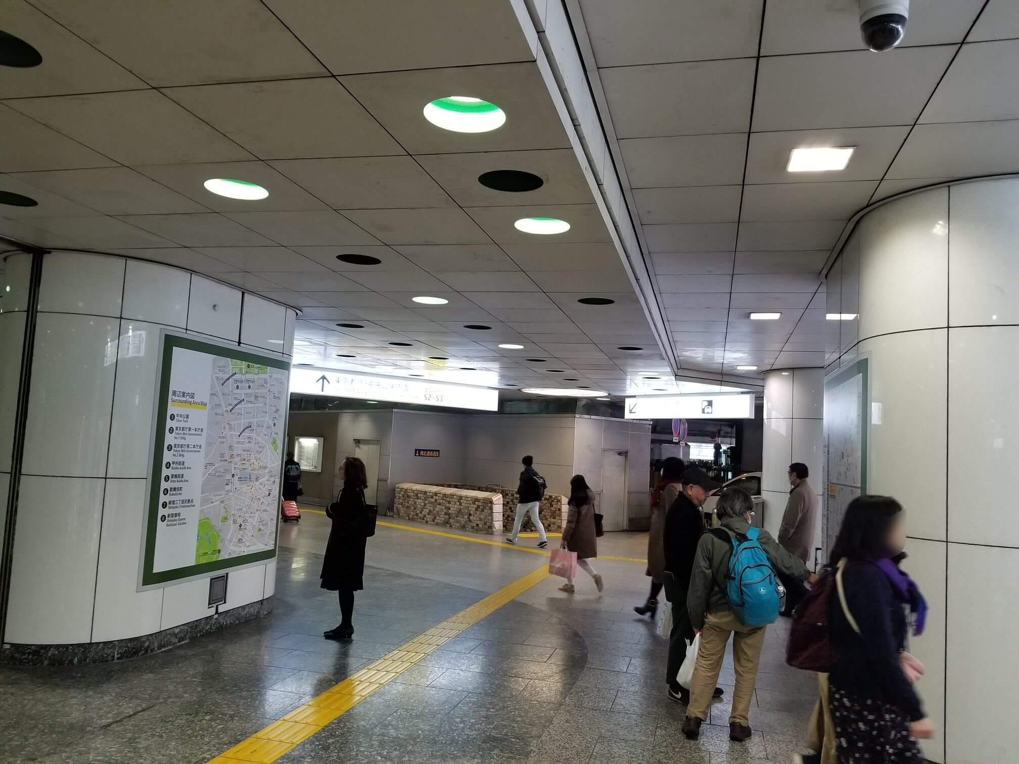 新宿駅の通路