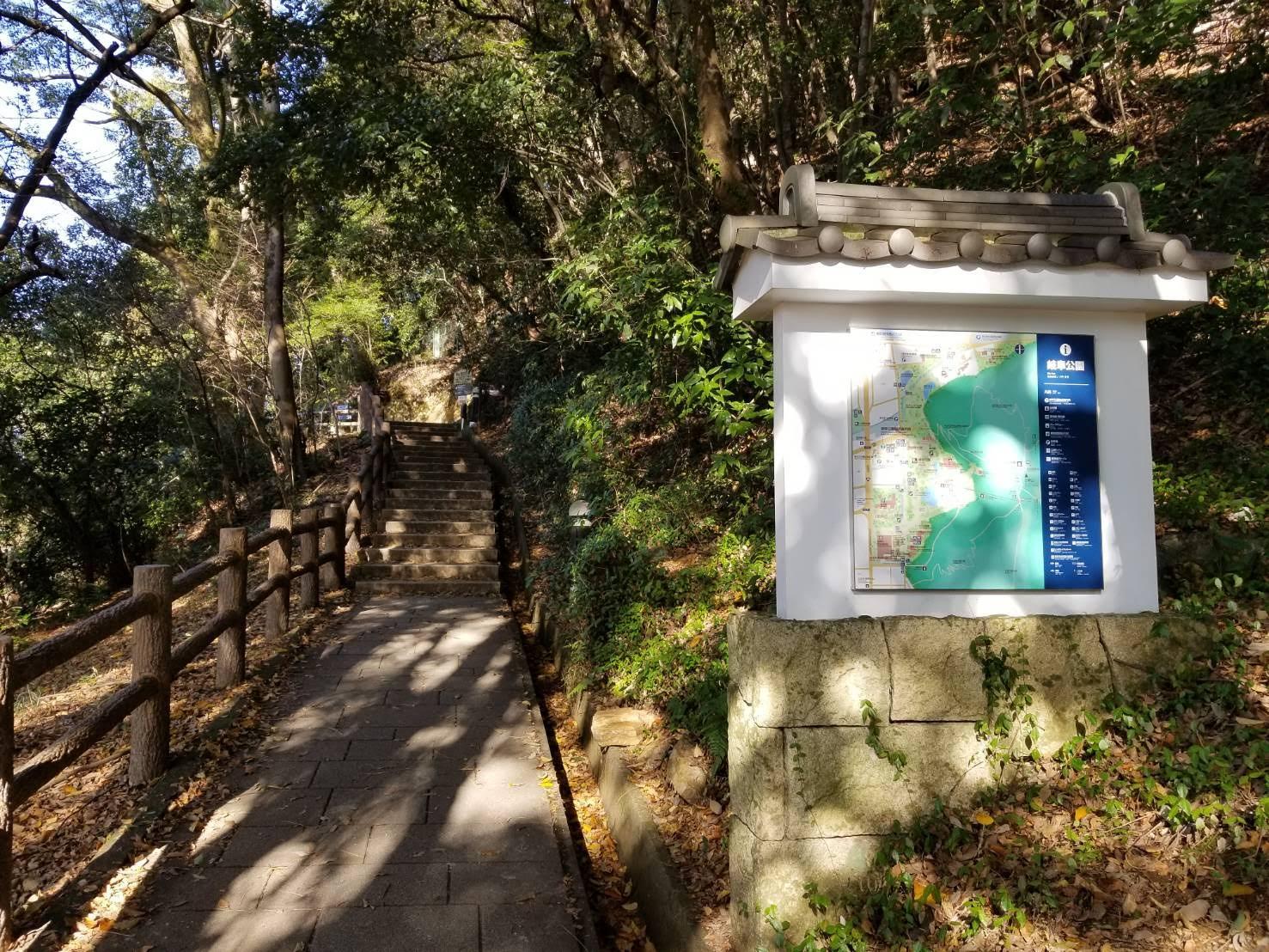 金華山の登山道の画像
