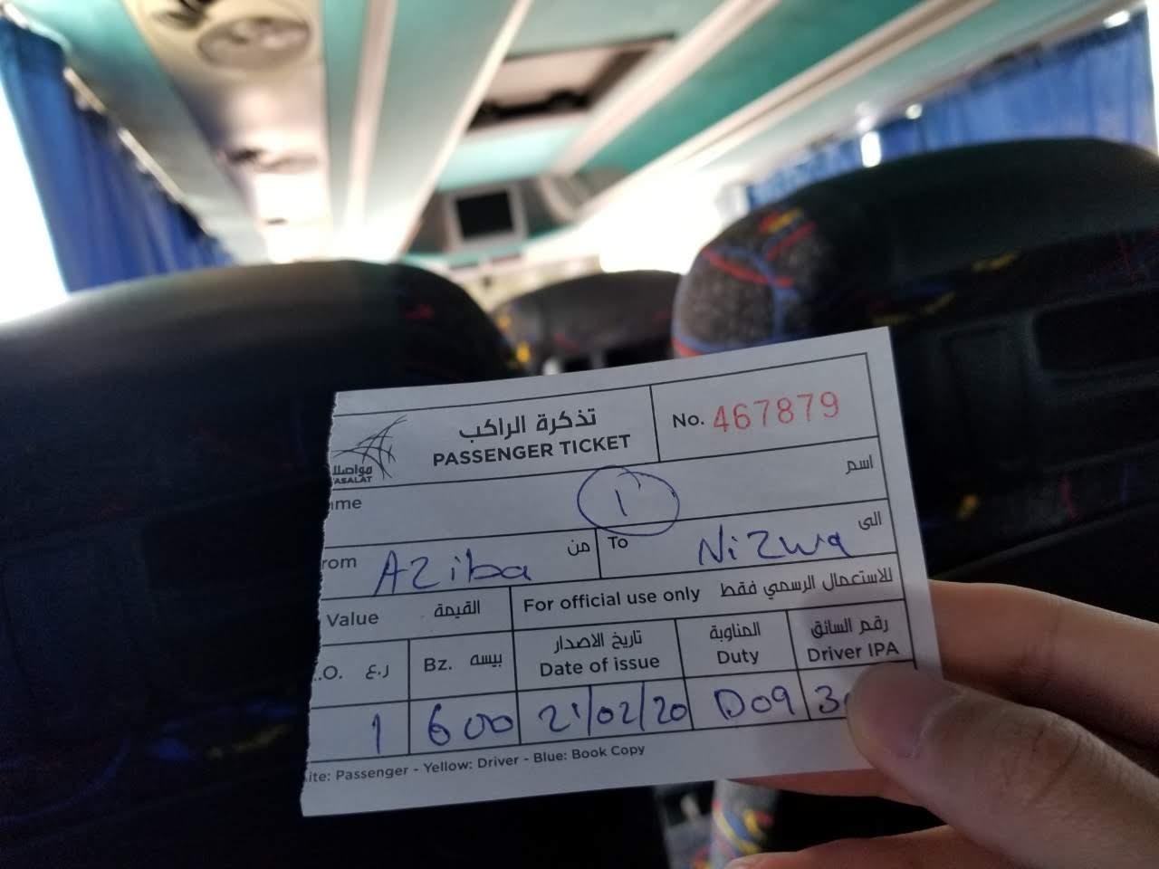 ニズワ行きのバスチケット