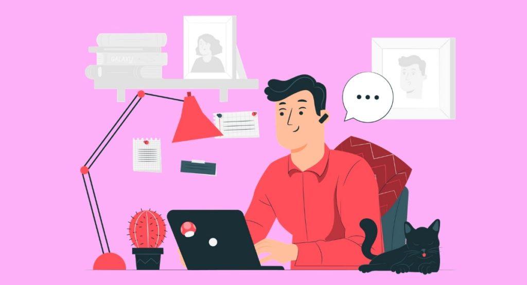 猫と共にパソコンを見る男性